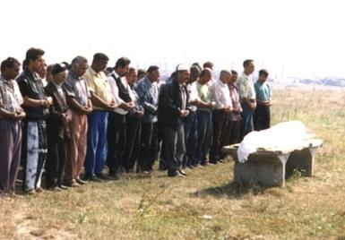 how a Muslim is buried