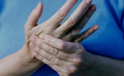 What are the symptoms of paresthesia? This loss of sensitivity of the limbs
